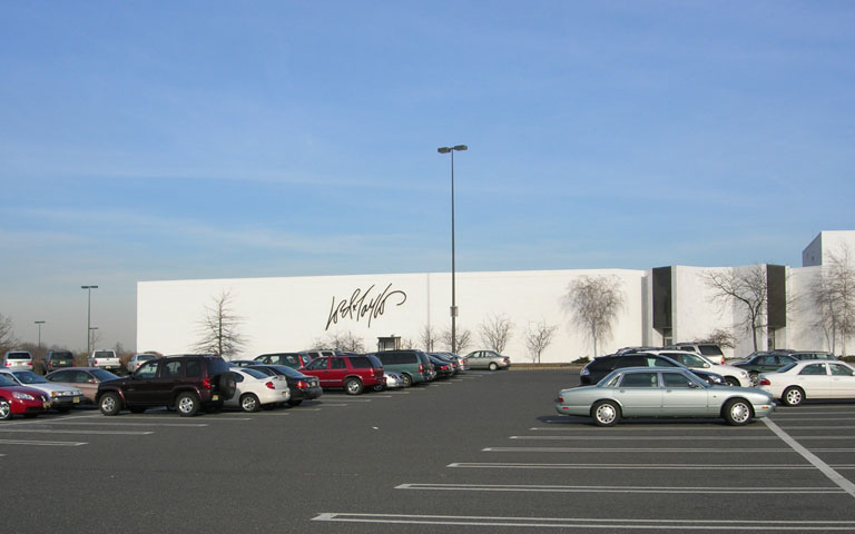 Lord + Taylor - Freehold Raceway Mall - Freehold, NJ