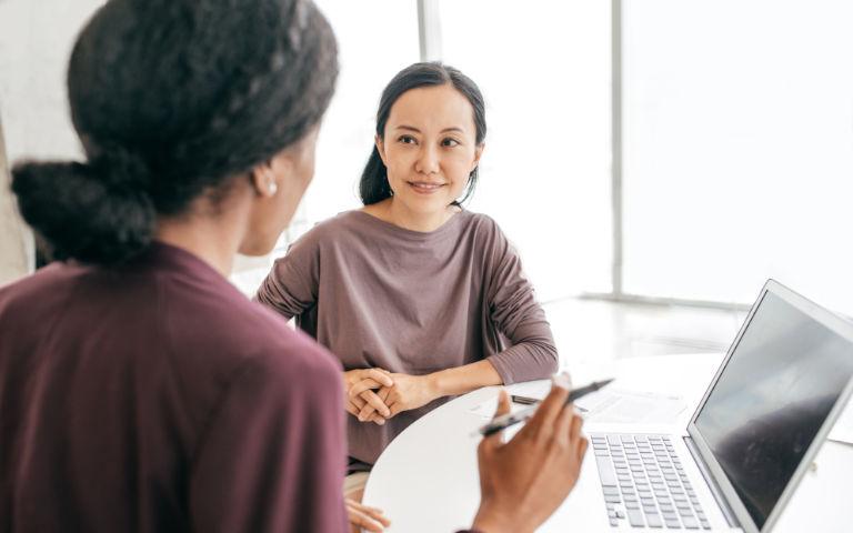 Une femme en entretien pour un emploi
