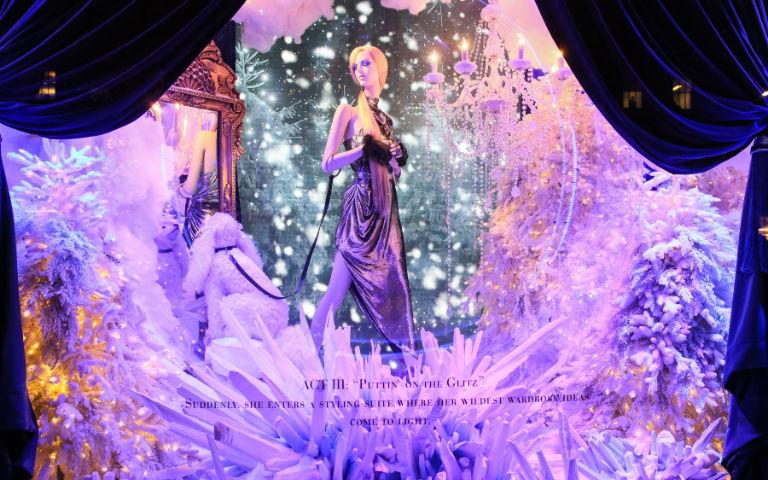 Concept de vitrine des fêtes « Theater of Dreams » de Saks Fifth Avenue